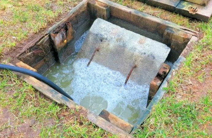 Septic Tank Pumping-Roanoke Septic Tank Services, Installation, & Repairs-We offer Septic Service & Repairs, Septic Tank Installations, Septic Tank Cleaning, Commercial, Septic System, Drain Cleaning, Line Snaking, Portable Toilet, Grease Trap Pumping & Cleaning, Septic Tank Pumping, Sewage Pump, Sewer Line Repair, Septic Tank Replacement, Septic Maintenance, Sewer Line Replacement, Porta Potty Rentals